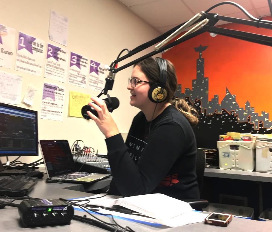 Lauren Mateo '19 hosts her radio show.