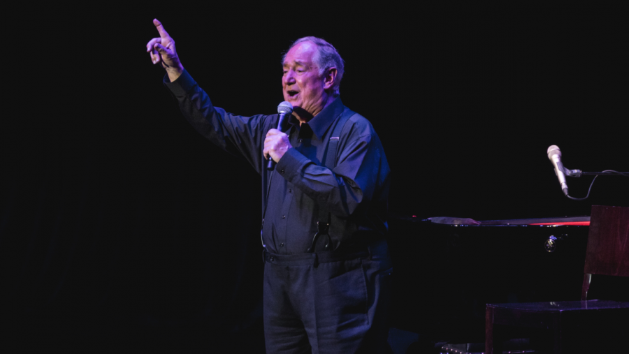 Neil Sedaka at Royal Albert Hall on September 18, 2017. Photo from Creative Commons under Creative Commons license.