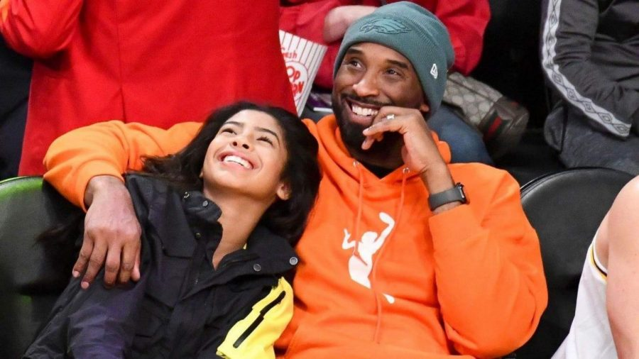 Kobe+Bryant+and+daughter+Gianna+enjoying+a+basketball+game